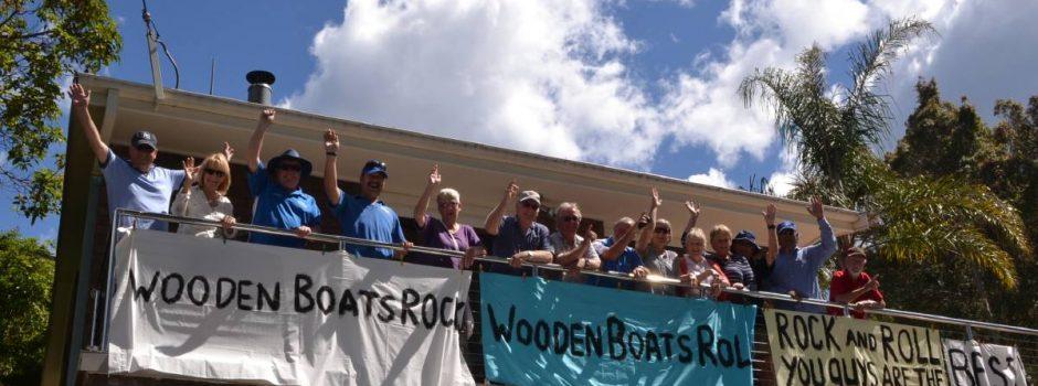 crowd-banner